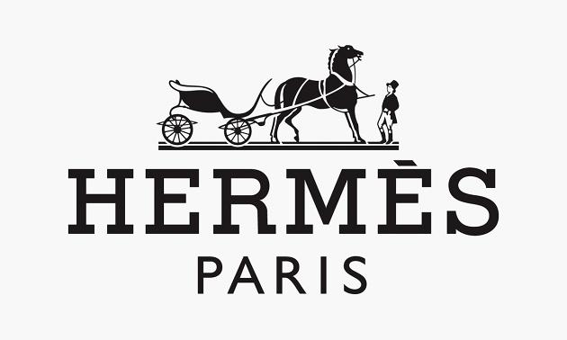 A királyi hintóra ráfestett logót Dr. Rudolf Wolf ötlötte ki a Hermésnek 1929-ben, mikor a divatház már bőröndökkel és táskákkal is bővítette kínálatát.