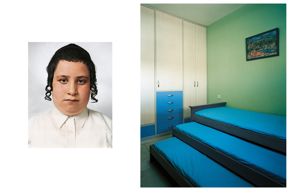Tzvika 9 éves és Beitar Illitben él egy 36 ezres ortodox zsidó közösségben, akik az életüket a Talmud szerint élik. A tévénézés és az újságolvasás is tilos ebben a környezetben. Egy átlagos családban 9 gyerek él, de Tzvikának csak három testvére van, akivel osztozik a szobáján is. Ha felnő, rabbi szeretne lenni. Egy modern háztömbben laknak, autóval viszik őket reggel az iskolába, az út így mindössze két perc. A vallás a legfontosabb tantárgy, emellett hébert és matematikát tanulnak. A sport is tilos, Tzvika a könyvtárba jár minden nap, és szent szövegeket olvas. A könyvtárban ugyanis csak vallási könyvek vannak. A számítógépén is vallásos játékokat játszik.  A kedvenc étele a rántott hús krumplival.