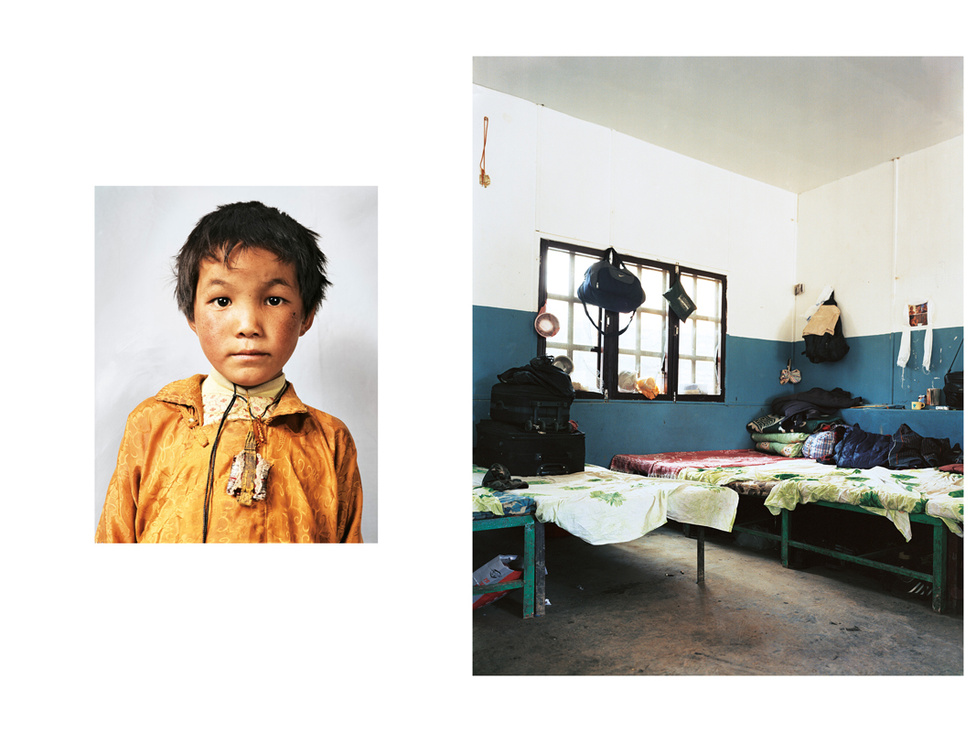Lobsang 8 éves, tibeti, de Nepálban él. Indiába tart, ahol végre a saját nyelvén tanulhatja a saját kultúráját. Tibetben ugyanis erre nem lenne lehetősége, mert Kína betiltotta a tibeti nyelv használatát 1949-ben. Az apja vitte el a tibeti határra, és szervezte meg az utazását Nepálba. Addig marad itt, amíg nem tud továbbindulni Indiába: a veszélyes nepáli út egy hónapon át tartott, de megúszta fagyás vagy esés nélkül. Szüleit, nagyszüleit és három testvérét hagyta hátra, még sosem járt iskolába, de már nagyon várja. Indiában szerzetesek gondozzák majd 16 éves koráig. Tanár szeretne lenni, és nagyon reméli, hogy egy nap visszatérhet Tibetbe.