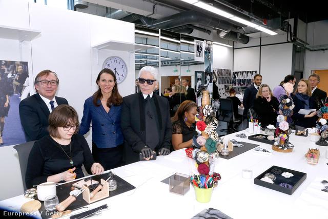 Lagerfeld gyárlátogatáson