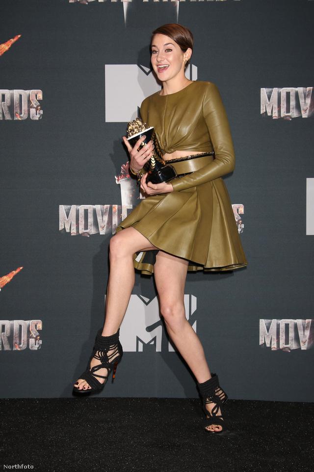 A színésznő nagyon boldog volt a díjjal, amit kapott (Favorite Charater, az A beavatott című filmben Trish szerepéért kapta).