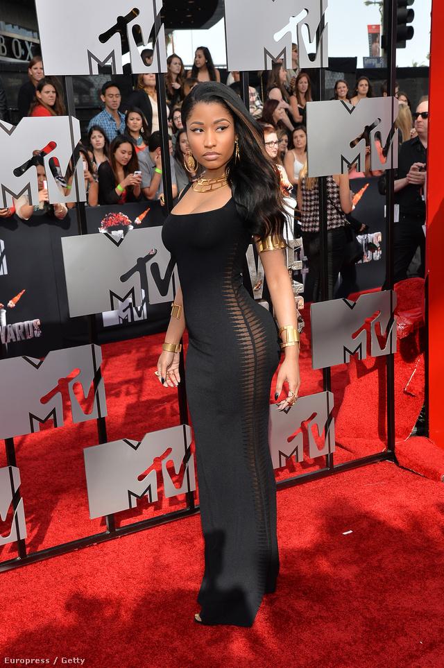 Nicki Minaj talpig Alexander McQueenben.