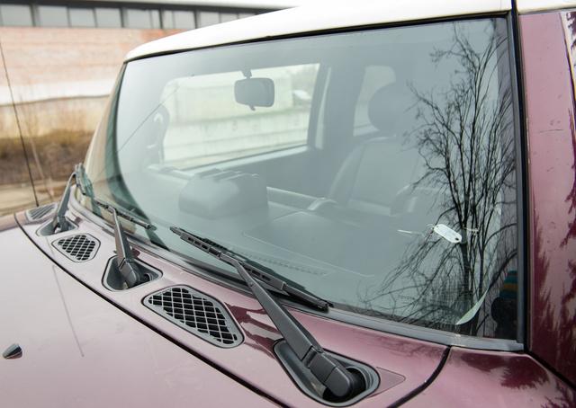Szuperszélesvásznú szélvédőhöz három ablaktörlő