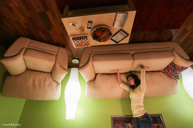 Persze ezt a kanapét sem kihívás megtartani