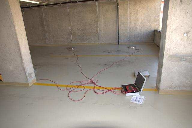 Kölcsökértük Karotta négykerék-mérlegét, amely az egyes kerekek talpnyomását méri