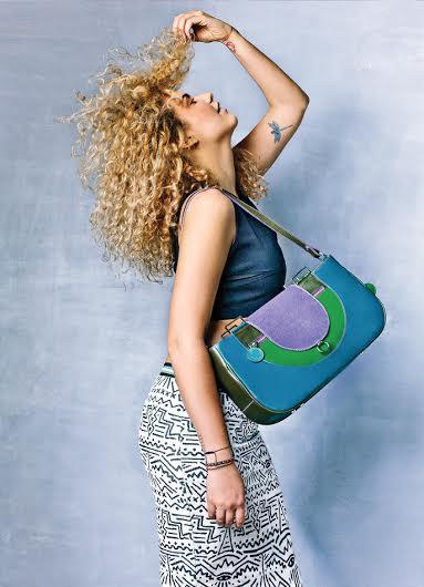 Lengyel Zsuzsi jól láthatóan ezúttal is törekedett a tervezésnél a sokszínűségre illetve arra, hogy táskáit minél többféleképpen lehessen használni.