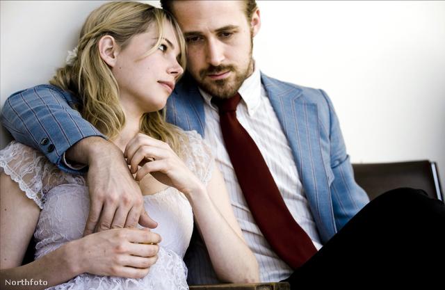 """Michelle Williams és Ryan Gosling a  Kék Valentin című filmben egy házaspárt alakít, és hogy minél tökéletesebb legyen az alakításuk, egy hónapra összeköltöztek és közös kasszán éltek. """"Nehéz utálni, nagyon nehéz, hiszen elmosogat, vigyáz a gyerekekre"""" - viccelődött Williams. Állítása szerint csak akkor volt egy kis feszültség köztük, amikor szereplőtársa 320 fontot kért cigarettára."""