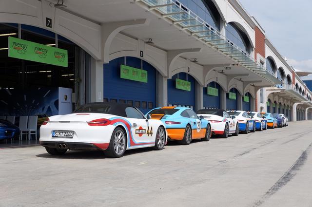 Egyszerre nyolc autóval a pályán. Egy idő után elég idegesítő a vonatozás