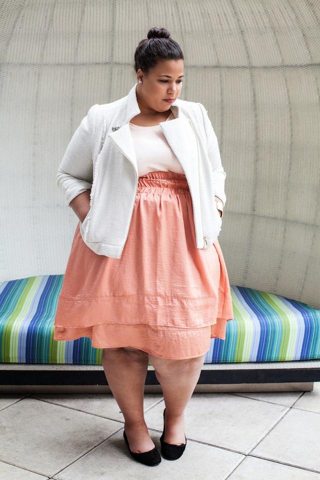 A legtöbb plus-size méretű blogger általában 40-42 mérettel rendelkezik, kivéve Garner Valentinet, aki bebizonyítja, hogy 48-50-es mérettel is öltözködhet valaki csinosan.