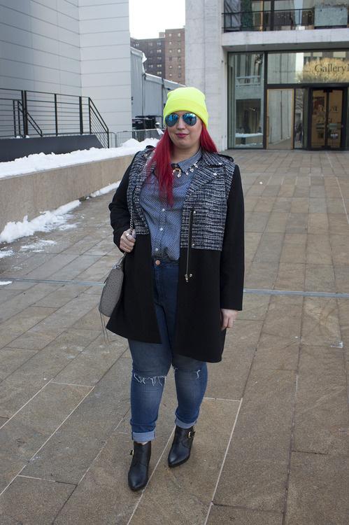 A narancssárga hajú blogger kétségkívül szférájának egyik legfeltűnőbb és legprovokatívabb személyisége, így előszeretettel hívják olyan eseményekre is, mint a New York-i divathét, vagy, a Lane Bryant és Isabel Tolado közös plus-size kollekciójának bemutatója.