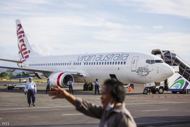 Az ausztráliai Brisbane-ből az indonéz üdülőparadicsomba tartó gép szerencsésen leszállt és minden utas sértetlenül elhagyta a repülőt.
