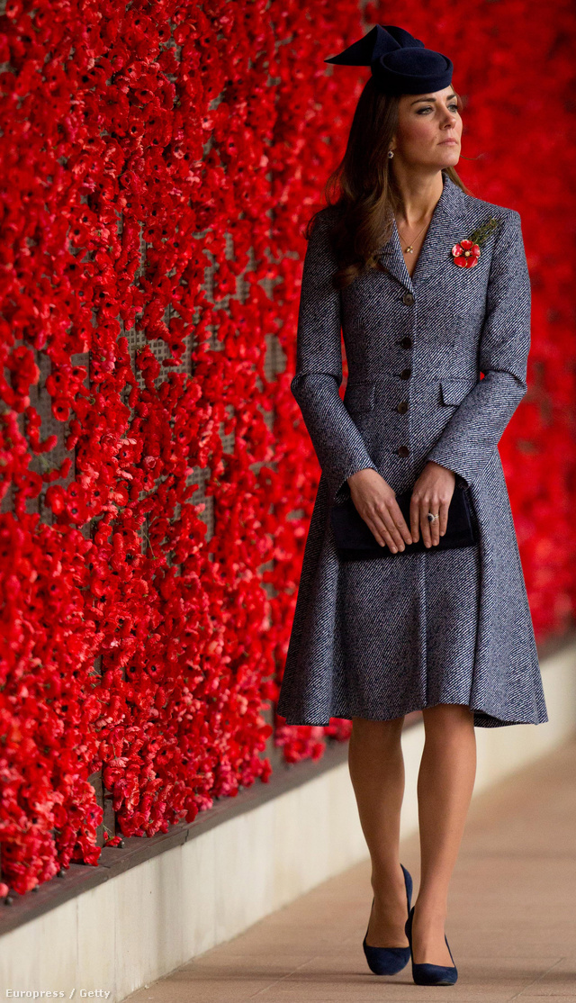 19. nap, április 25.: Katalin hercegné utolsó napja Ausztráliában, az első világháború áldozatainak emlékfalánál álll.