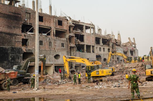 A bajt csak tetézte, hogy októberben egy újabb gyárépület is összeomlott egy Dhaka szélén található gyártűzben, melyben kilencen vesztették életüket és 46-an megsebesültek.