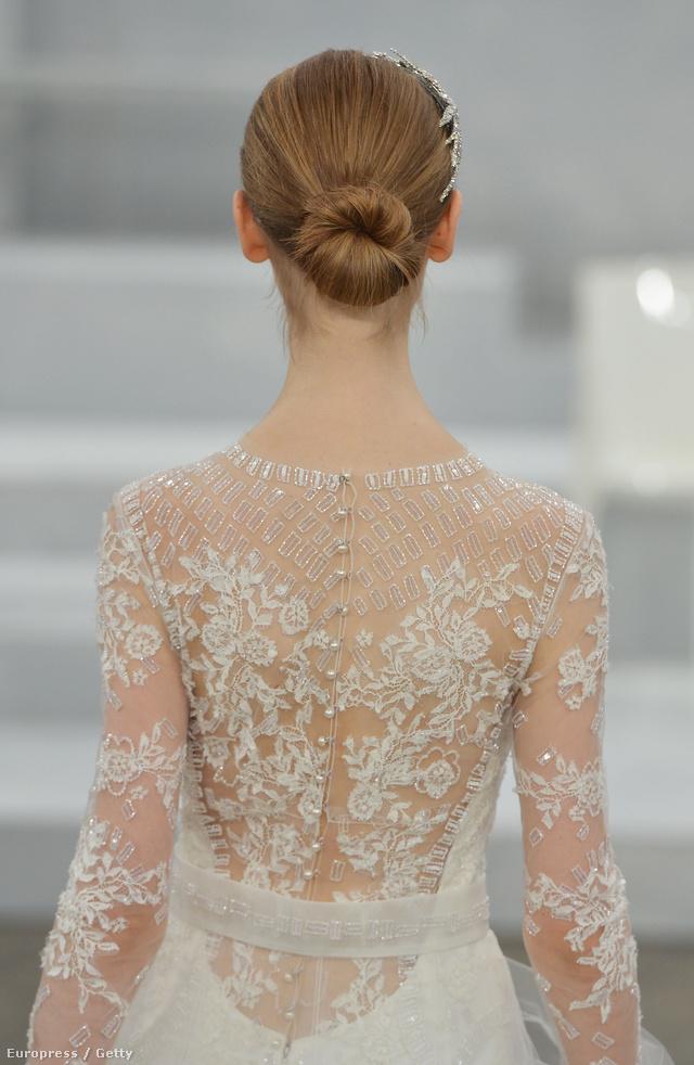 Monique Lhuilier nem okozott csalódást, ezt bizonyítja ez az aprólékosan díszített hátrészű ruha.