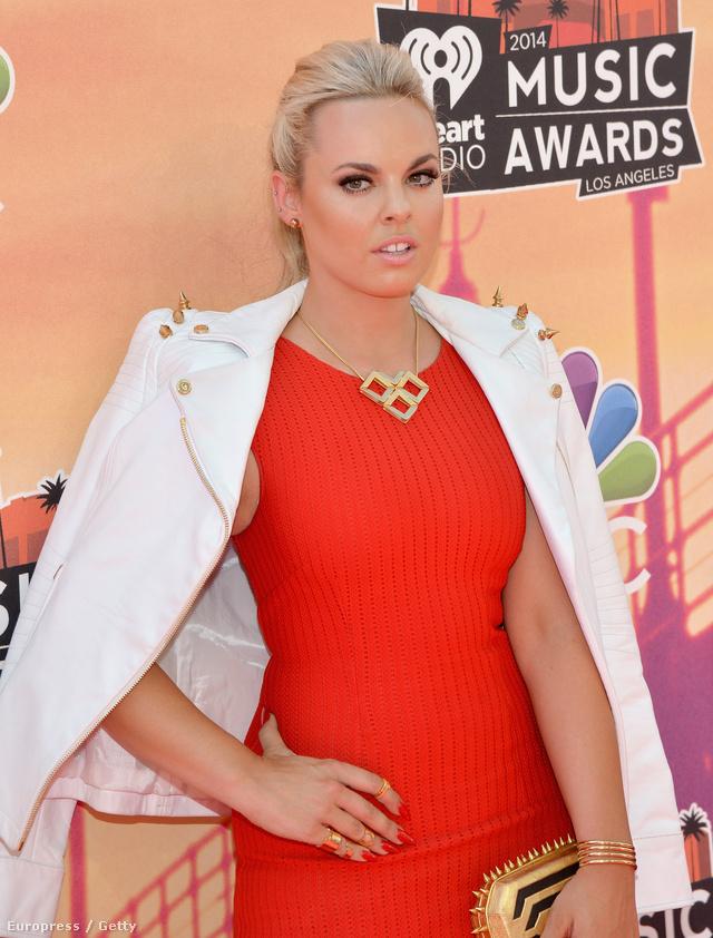 Katy Tiz Abodi kabátban ment Los Angelesbe