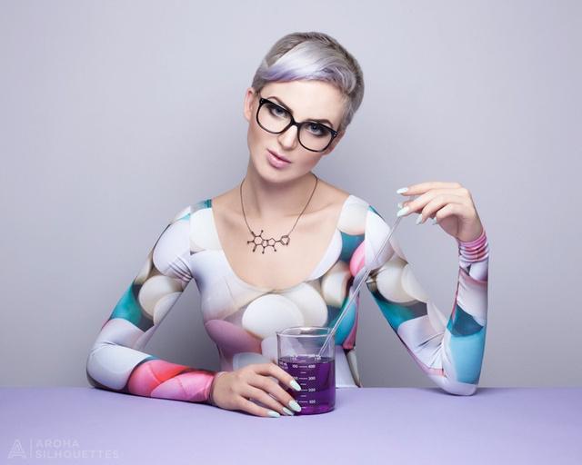 A tudomány és a divat szerelmeseinek speciális igényeire felkészült a szezonban többek között az I Fucking Love Science nevű oldal, a thinkgeek.com illetve az etsy.com is.