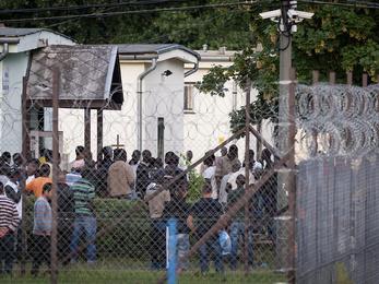 Bántalmazzák a fogvatartottakat a debreceni menekülttáborban