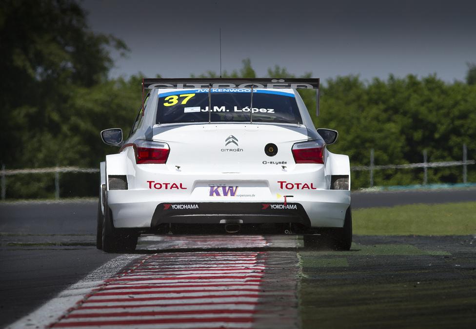 Bár ez az első szezonja a túraautó-világbajnokságon, José-María Lópeznek sem volt új a Hungaroring. A Citroen Racing argentin versenyzője 2001 óta több különböző formulaautós bajnokságban megfordult itt. Nyolcadiknál jobban korábban semmiben sem szerepelt Mogyoródon. Most az első futamon meg lett neki a dobogó.