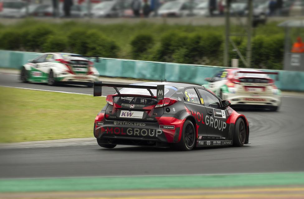 Honda 3-6 az első futamon. A képen csak hárman a négyes sorból: Monteiro ekkor már messze előttük követte Müllert és Lopezt. A portugál hondás az egész hétvégén magasan verte a márkatársakat.