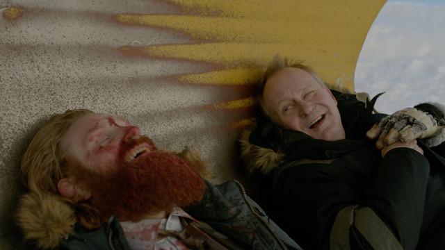 Stellan Skarsgard olyan kedves mosollyal gyilkol, hogy még a hulla is vidám