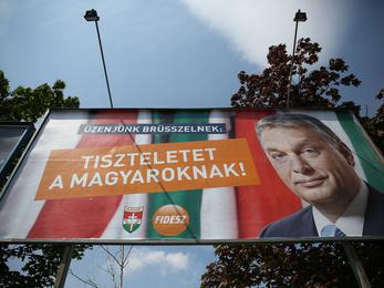 Átragasztott orbános plakáttal kampányol a Fidesz az EP-választásokra