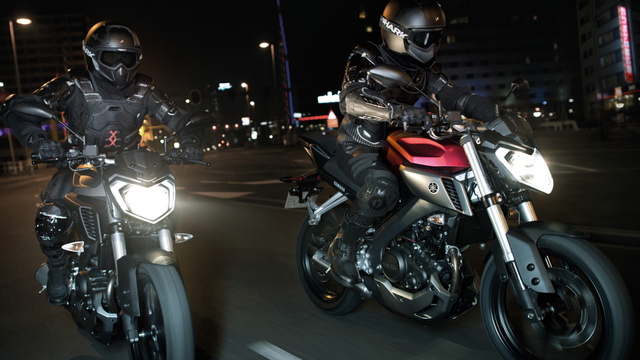 2014-Yamaha-MT125-EU-Anodized-Red-Action-005
