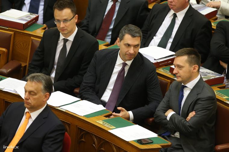 Lázár János a parlament májusi nyitónapján
