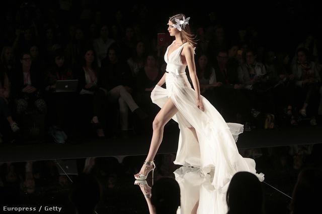 A tervező YolanCris – a hosszú lábú menyasszonyokra is gondolt