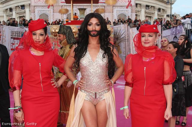 Conchita Wurst egy évvel ezelőtt: 2013. májusában a Life Ball nevű estélyen, Bécsben