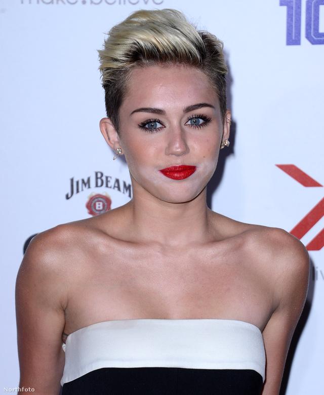 Miley Cyrus is ügyes volt 2013-ban, ő a szája körül nézte el a dolgokat.