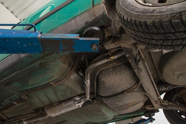 Az autó alján nincs nagy dráma, de a két küszöböt teljes hosszban le kell vágni. A többi menet közben derül ki a kaszniról. A Feliciák rohadásra hajlamosak