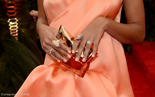 Kattintson a képre és nézze meg Solange Knowlest tetőtől-talpig!