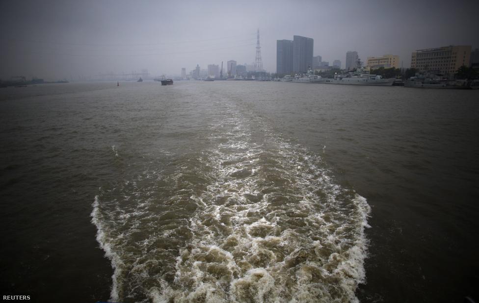 1991 óta 28 ezer ember hamvait szórták a tengerbe Sanghajnál. Ennyi sírhely 8 hektárnyi területet foglalna el.