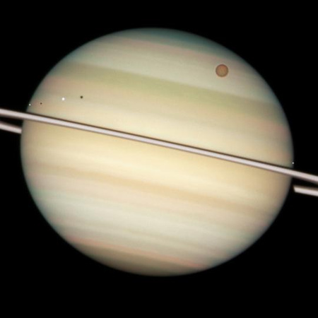20090326-atvonulo-szaturnusz-holdak-2