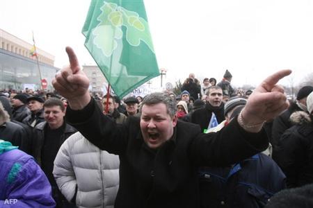 Tüntetések a parlament előtt