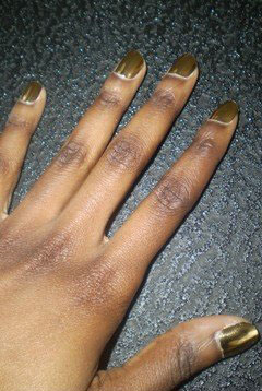 minx-nails-gold-ligtning-240