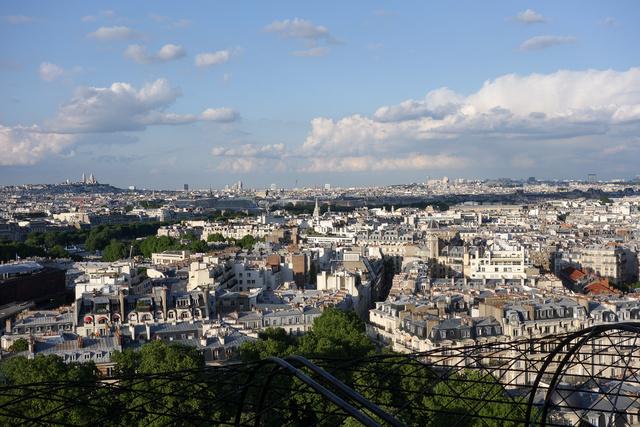Párizs még így az első Eiffel-emeletről is csodálatos, sajnos a naplemente a másik oldalon volt nézhető