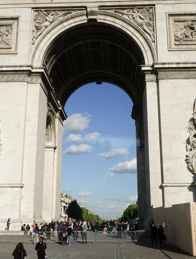 Párizs csodás bárányfelhőkkel várt minket