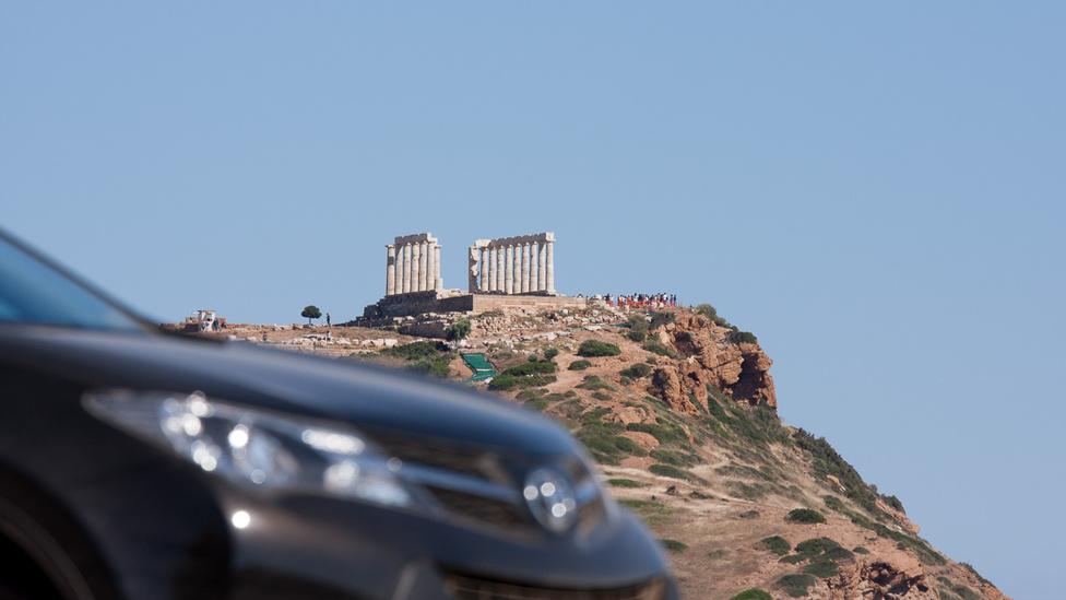 Poszeidón, azaz a tengerek ősi istenének temploma az Attica-félsziget (ezen van Athén is) legdélibb csücskére biggysztve