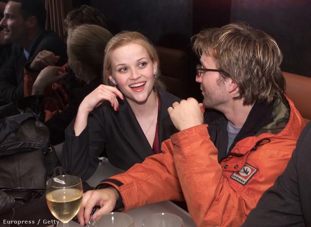Reese Witherspoon ivás közben