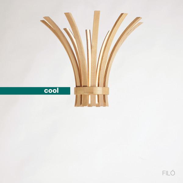 Első ránézésre semmi különöset nem fedeztünk fel az olasz dizájner, Laura Modoni Filo névre keresztelt lámpa kollekciójában, mellyel több díjat is bezsebelt az elmúlt időszakban.