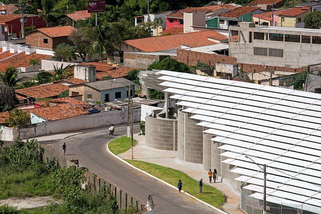 Az építésziroda 2009 óta a Centro Sócio Pastoral Nossa Senhora de Conceição-val ( Lelkipásztorok egyesülete) karöltve dolgozott a favelákkal sűrűn lakott település jövőképén és regenerálásán.