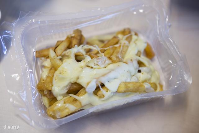 Ez itt a sajtos sült krumpli.