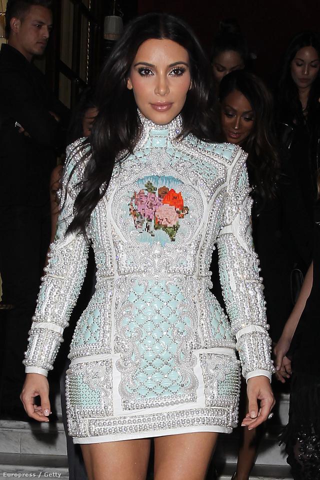 Így néz ki egy több, mint 4,4 millió forintos Balmain ruha.