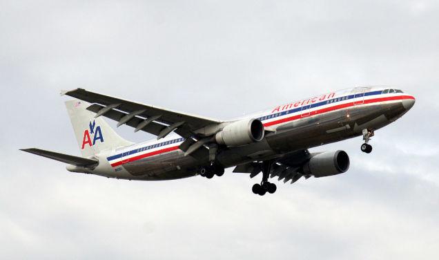 Vignellit a légitársaság fiatal ipari tervezője, Henry Dreyfuss ajánlotta be  a vállalathoz 1967-ben. Tanácsadóként annyi volt a dolga, hogy meghatározza a logót és segítsen a rohamosan növekvő légitársaság profiljának kiépítésében.