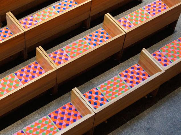 Vignelli sokoldalúságát mi sem bizonyítja jobban, hogy a belső Manhattanben található gyönyörű modernista épület, a Szent Péter – templom belső kialakításában is részt vett 1977-ben.