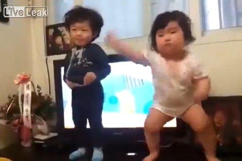 Itt a Gangnam tánc utóda, egy kétévestől!