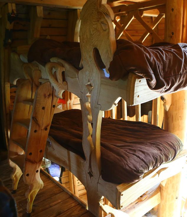 A felső szinten a gyerekeknek emeletes ágy