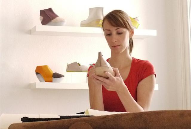 Kíváncsian vártuk, hogy vajon sikerül –e a Pikkpack cipő tervezőjének, Gulyás Sárának összegyűjtenie a 17.000 dollárt ( 3.7 millió forint ) a népszerű pénzgyűjtő oldalon, a Kickstarteren.