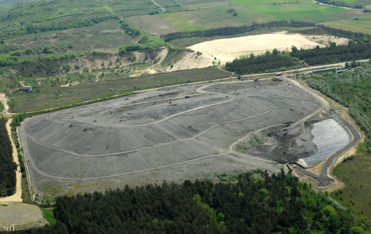 Szemétlerakó telep Dunakeszi határában,2009. április 27-én.